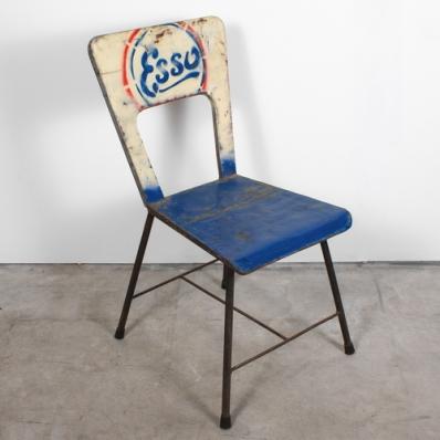Chaise en métal recyclé Esso