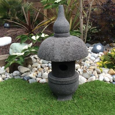 Lampe jardin lanterne japonaise en pierre de lave 55 cm nara for Lanterne japonaise jardin