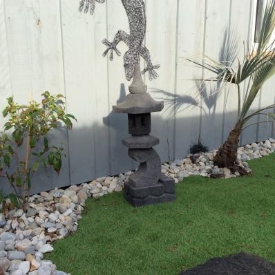 lampe jardin lanterne japonaise en pierre de lave 55 cm. Black Bedroom Furniture Sets. Home Design Ideas