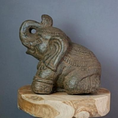 Petite statue éléphant en ciment 30 cm marron antique