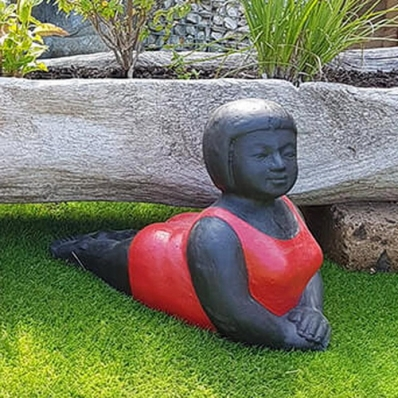 Statue baigneuse position de yoga Panca rouge