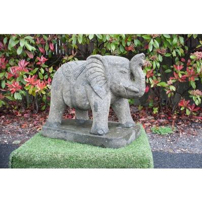 Statue jardin éléphant en roche volcanique 60 cm