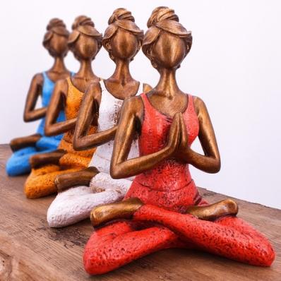Statuette femme posture yoga