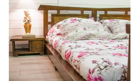Meublez votre chambre avec du mobilier en bois exotique - Containers ...