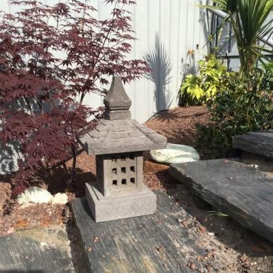 Lanterne japonaise en pierre de lave 55 cm Nara