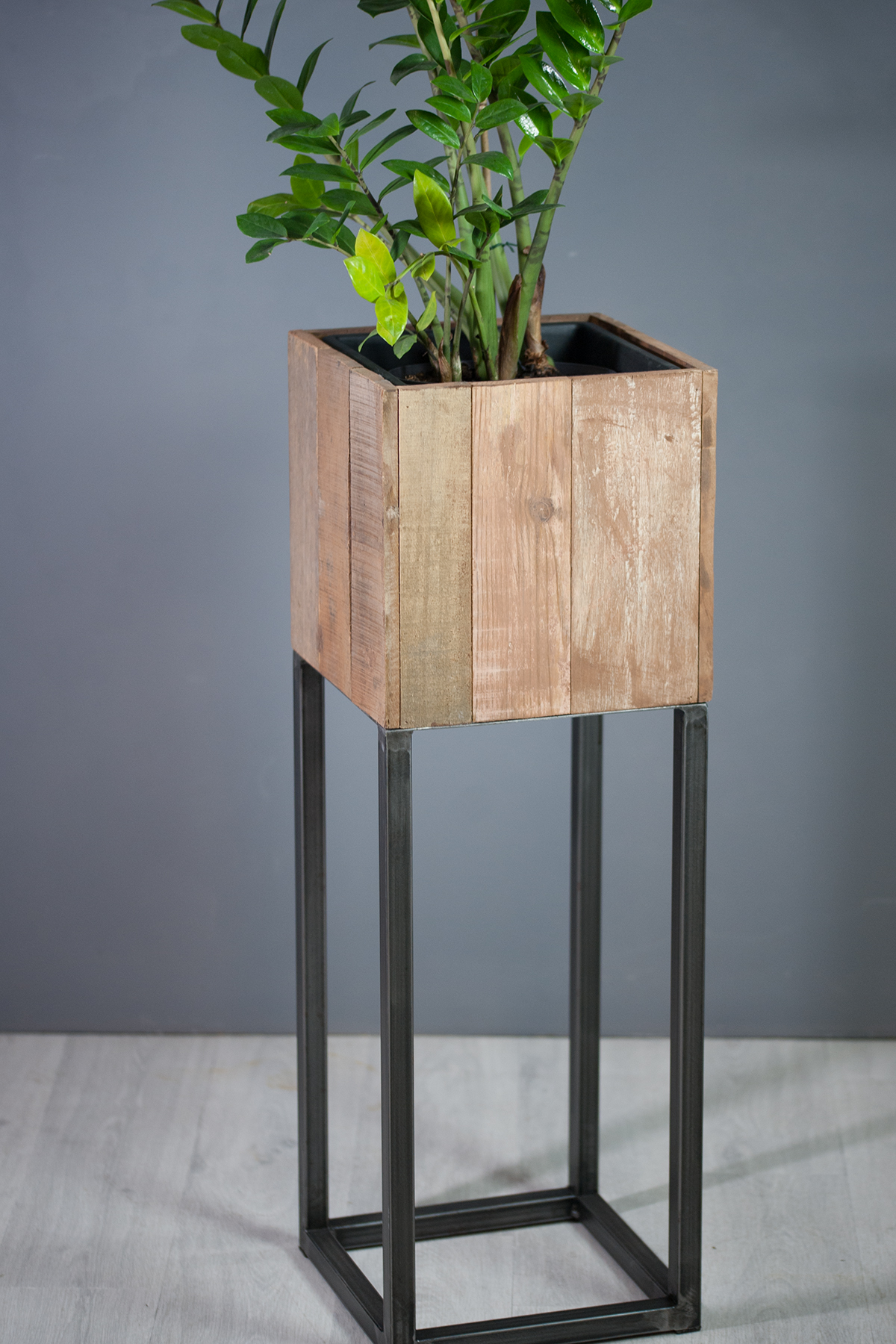 vases design cache pot carr 30 cm en m tal et bois exotique. Black Bedroom Furniture Sets. Home Design Ideas