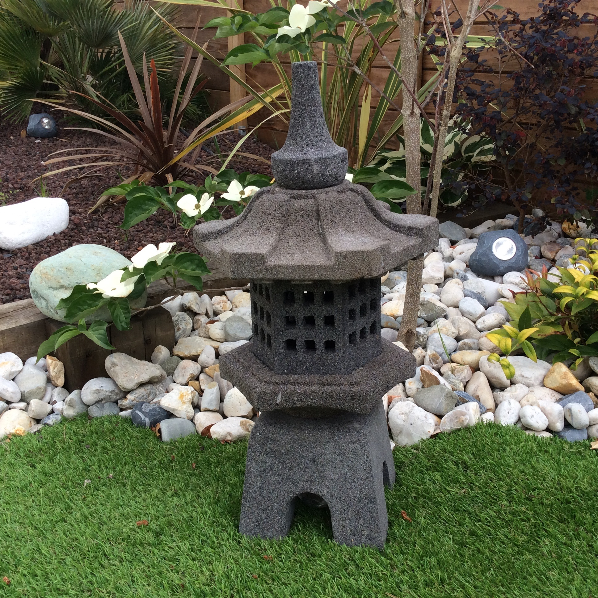 D co jardin lanterne japonaise en pierre de lave 55cm tokyo - Lanterne jardin ...