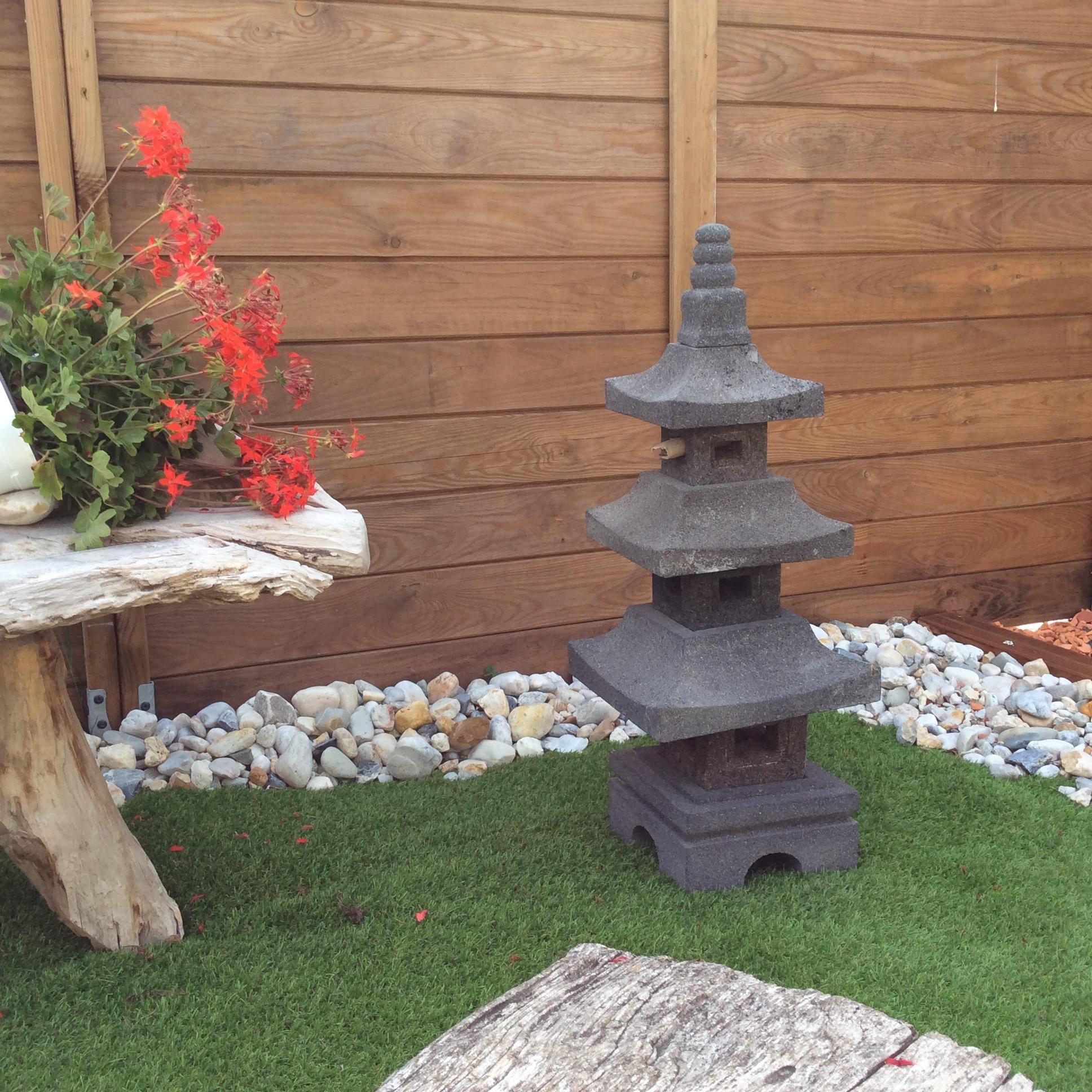 lampe jardin lanterne japonaise en pierre de lave 80 cm anj. Black Bedroom Furniture Sets. Home Design Ideas