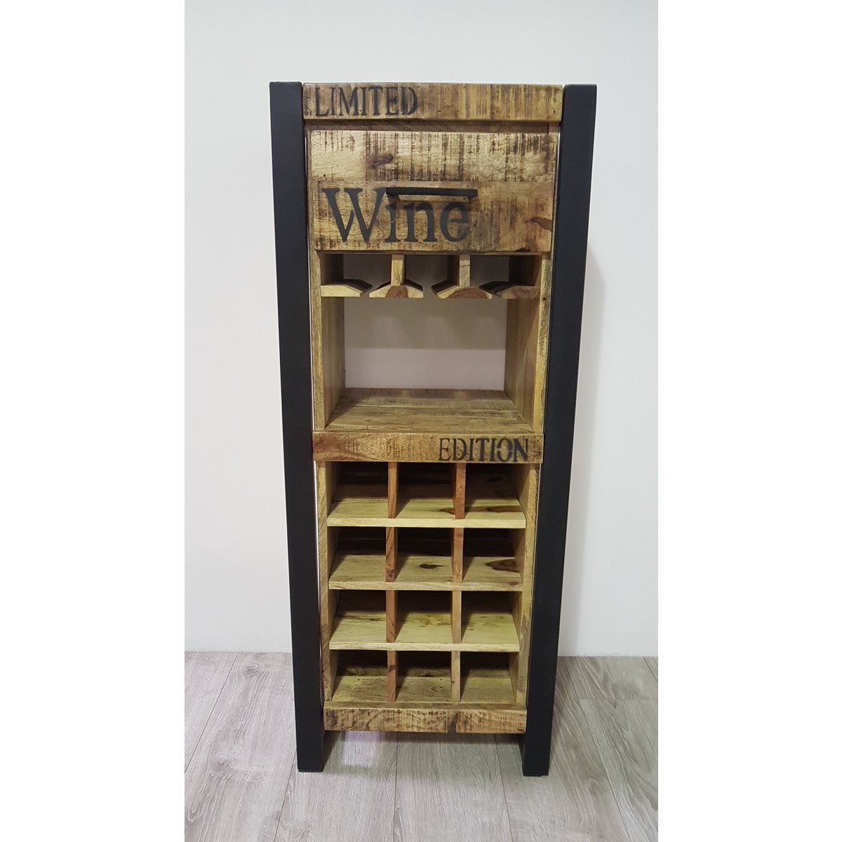 meuble bar vin en m tal et bois de manguier containers du monde. Black Bedroom Furniture Sets. Home Design Ideas