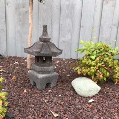 Lanterne japonaise en pierre de lave 55 cm Himeji