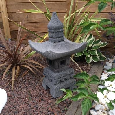 Lanterne japonaise en pierre de lave 55 cm Nagoya